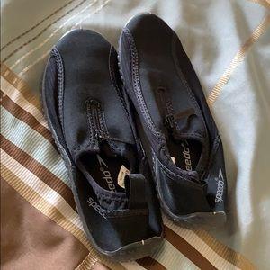 Speedo size 6 beach/water shoes